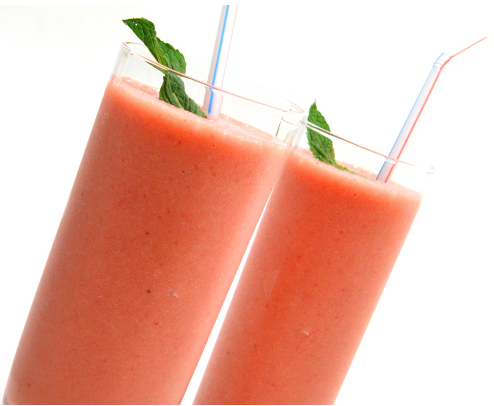 Fruit Smoothie | Smoothie made with fresh strawberries, peaches, bananas