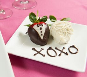 Chocolate Dipped Strawberries for Valentine's Day - Easy photo tutorial!