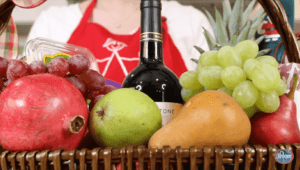 How to build your own holiday gift basket