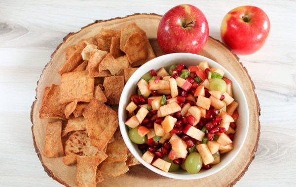 bowl of apple salsa with side of pita chips and two apples