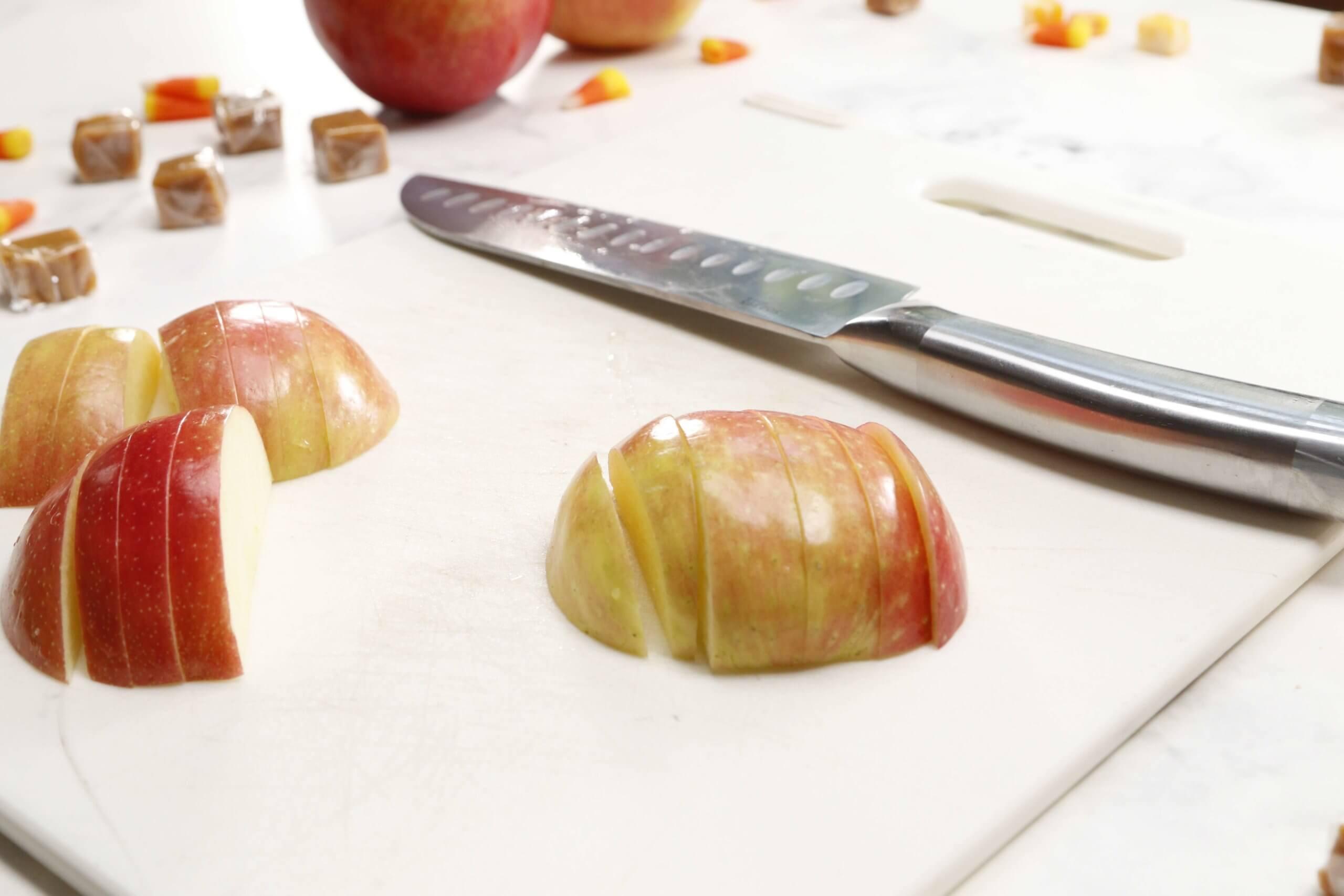 Sliced SweeTango apples