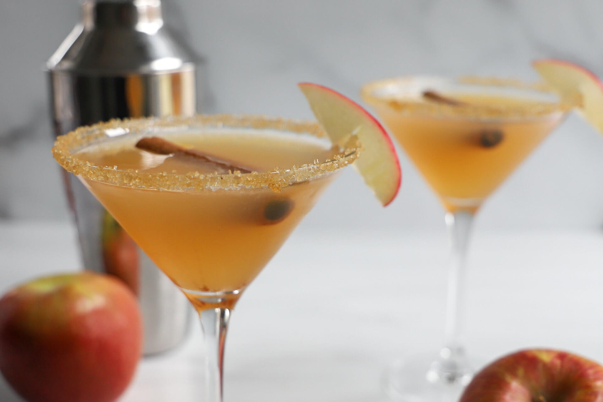 Fresh Apple Pie Martini: A Cocktail and Mocktail Recipe